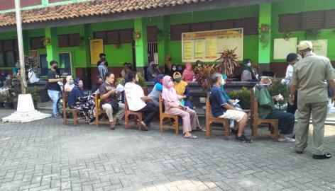 16 Ribu Keluarga Penerima Manfaat (KPM) Kecamatan Curug, Wajib Mengikuti Protokol Kesehatan COVID 19 Saat Menerima Bantuan Sosial Tunai (BTS)