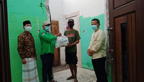 Camat Mauk, Arif Berikan Bantuan Sembako Pada Warga Korban Angin Puting Beliung