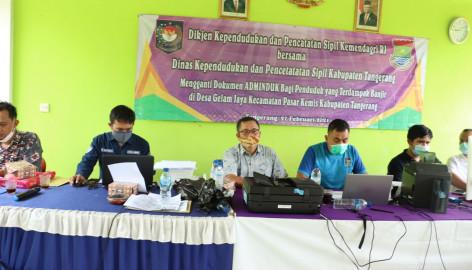 Peduli Banjir, Disdukcapil Kabupaten Tangerang Layani Pencetakan Adminduk Di Gelam Jaya