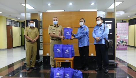 Pemkab Tangerang Terima Bantuan 2000 Paket Sembako Dan 6 Perahu Karet Dari Perundamtkr
