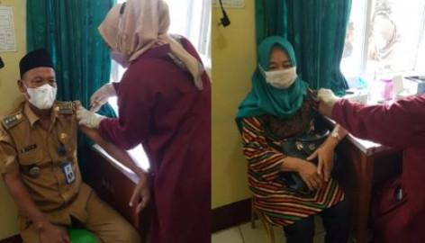 Camat Kronjo H. Tibi dan Istri Jalani Vaksinasi Covid-19 Kedua di Puskesmas