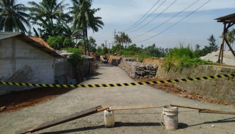 Dinas Bina Marga dan SDA Kabupaten Tangerang Bangun Jalan Alternatif Jalan Longsor di Desa Tanjung Burung