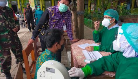 Cegah Penyebaran COVID-19 di Pasar Kemis, Pemkab Tangerang Vaksin 1.557 Pelajar SMP