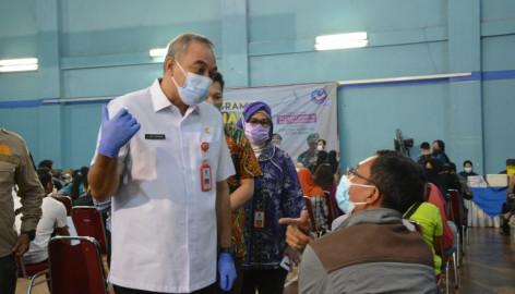Capai Kekebalan Kelompok Bupati Zaki Terus Pantau Vaksin
