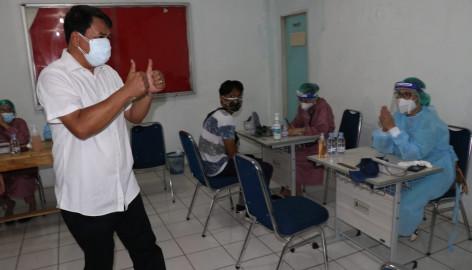 Sekda Tinjau Vaksinasi Di Jamaat Gereja Methodist Indonesia Sola Gracia