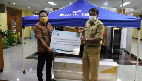 Sekda Maesal Rasyid Terima Bantuan Tenda dari BJB Balaraja Untuk Penanganan COVID-19 Kabupaten Tangerang